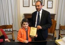 """Il sindaco Dipasquale incontra Giuseppe Mallo, concorrente dello """"Zecchino d'Oro"""""""
