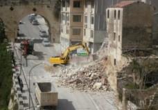 Ragusa – Demolito oggi l'immobile di Via Carlo Alberto Dalla Chiesa