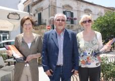 Ginevra Bompiani a Scicli. Il dono del sindaco Susino