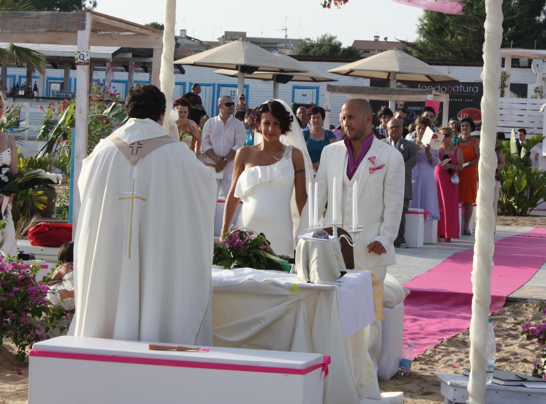 Matrimonio In Spiaggia Addobbi : Matrimonio in spiaggia novetv