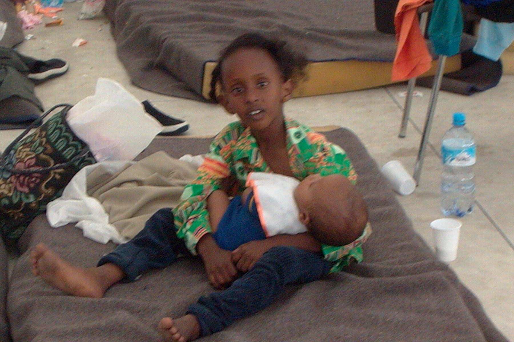 Sbarchi la storia di zenabou dopo diversi mesi riabbraccia la figlia di 4 anni - Anni mesi giorni gemelli diversi ...