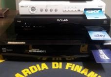 Vittoria – Locali pubblici trasmettevano le partite di Serie A utilizzando smart card ad uso domestico. La Guardia di Finanza sequestra 4 decoder e denuncia i gestori