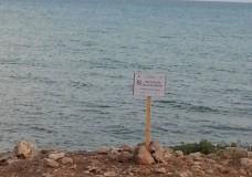 Scicli – Mare inquinato o mare pulito? Intanto spuntano i cartelli: Divieto di balneazione