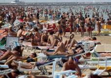In 9 sul pedalò stavano imbarcando acqua nel mare di Marina di Ragusa, interviene la Polizia