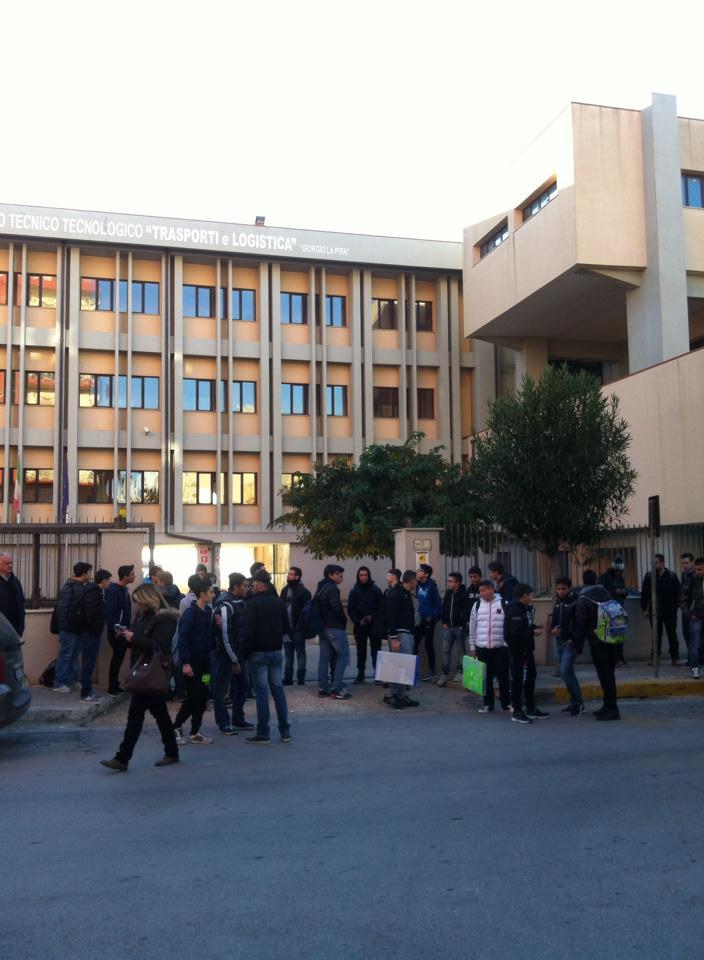 Pozzallo studenti in sciopero caro scuola e servizi for Costo seminterrato di sciopero