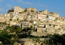 Ragusa – Sopraelevazione costruita abusivamente, interviene la Polizia Edilizia