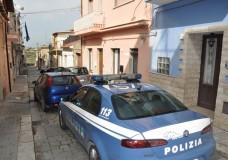 Vittoria – Cercavano un notebook rubato, trovano hashish: la Polizia arresta un pregiudicato