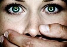 Ragusa – Picchia la moglie mentre la figlia tentava di difenderla, arrestato 34enne