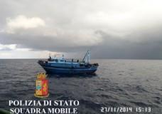Pozzallo – Migranti soccorsi da un mercantile, la Polizia arresta gli scafisti