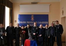 Ragusa – Il Maestro d'Arte Alfio Nicolosi dona una scultura al Comando Provinciale Carabinieri