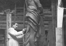 Modica rende omaggio allo scultore Enzo Assenza