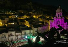"""Scicli – Il Taranta Sicily Fest """"illuminato"""" dalla luna piena. Ecco le ultime info sull'atteso evento"""