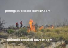 Scicli – Incendio sulla collina imbastita