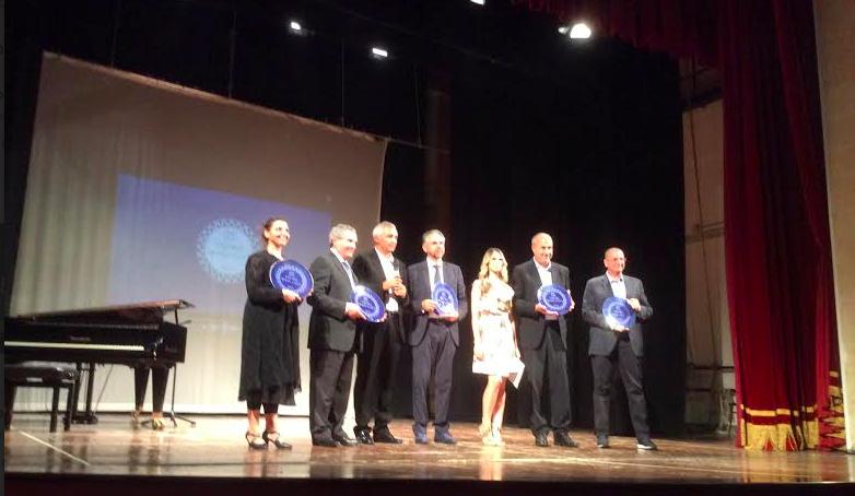 premio modicanità i premiati sul palco