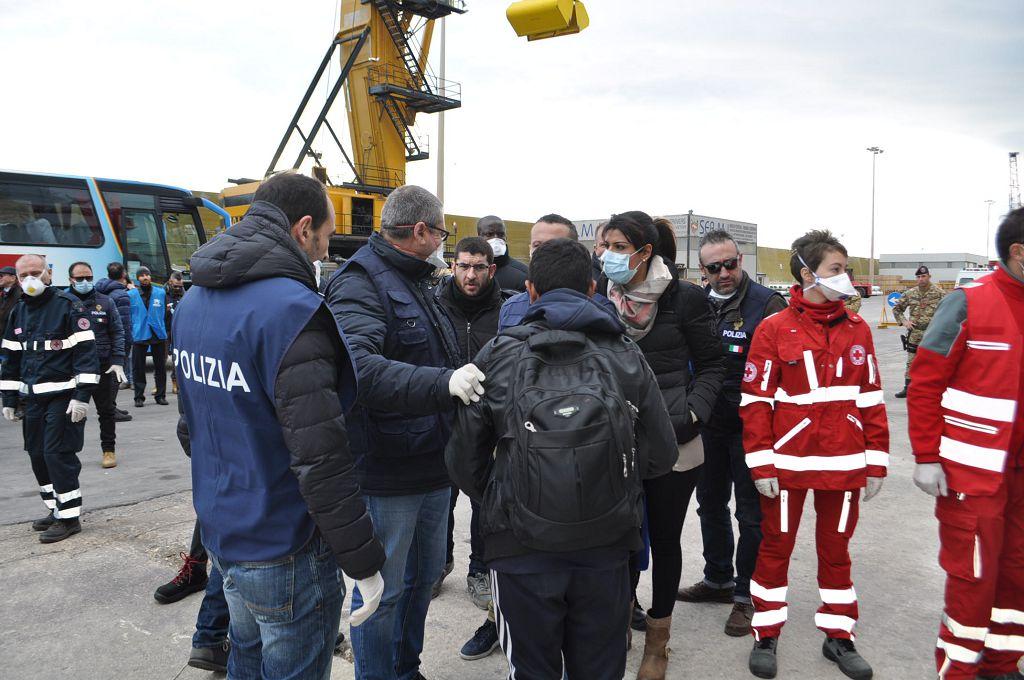 Pozzallo 284 migranti soccorsi for Gruppo inventa pozzallo