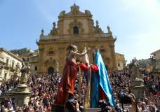 Modica – Edizione straordinaria della festa della Madonna Vasa Vasa: i baci saranno 6
