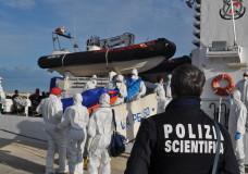 Pozzallo – Nuovo sbarco: 222 migranti, c'è anche un morto