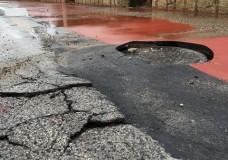 La pista ciclabile a Marina di Ragusa danneggiata. Colpa della pioggia oppure opera costruita male?