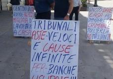 Ragusa – Contro le aste giudiziarie. Sospeso lo sciopero della fame davanti al Tribunale