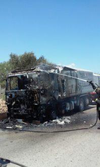 autotreno in fiamme