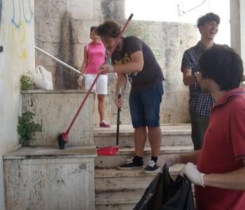 Ragusa – Degrado urbano. Youpolis pulisce via Ruggero Settimo