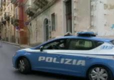 Ragusa – Paura durante la funzione religiosa: pregiudicato entra in chiesa e inizia a urlare, allontanato da un poliziotto libero dal servizio