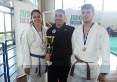"""Modica – Judo. La """"Mifune Judo"""" del M° Daniele Alfano vola alle finali Nazionali. In finale anche la Koizumi del M° Pelligra"""