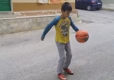 Scicli – Cristian Burletti a 11 anni è già fenomeno dei palleggi