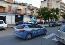 Vittoria – La Polizia nota una donna in difficoltà per strada, interviene e arresta il marito