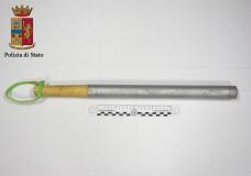 Ragusa – A spasso con una mazza da baseball. Albanese denunciato dalla Polizia di Stato