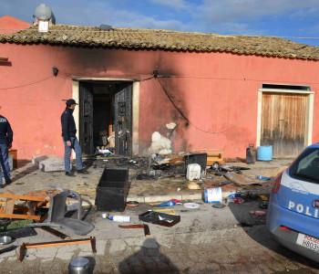 Vittoria – Incendio in un casolare. Rumena in prognosi riservata. Indaga la Polizia