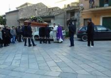 """Scicli – Chiesa gremita per l'ultimo saluto a """"Ninu u lantirnaru"""""""