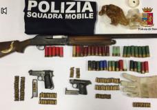 Vittoria – Detenzione di armi illegali, la Polizia di Stato arresta 3 appartenenti alla famiglia Piscopo