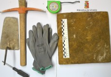 Modica – Sorpresi a rubare mattonelle da un caseggiato rurale, arrestati