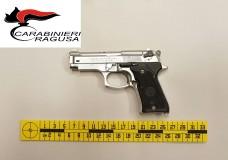 Ragusa – In manette un minorenne italiano ed un maggiorenne marocchino per furto di autovettura e porto di una pistola giocattolo priva del tappo rosso
