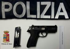 Vittoria – Pluripregiudicato arrestato per detenzione illegale di una pistola con matricola abrasa. Denunciato un giovane per porto di un'ascia
