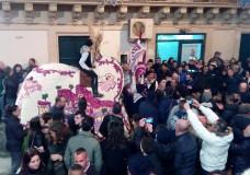 Scicli – La Cavalcata di San Giuseppe. Anche quest'anno nel segno della tradizione, devozione e … polemiche!