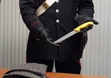 Modica – Droga. Sorpreso con tre dosi di cocaina, soldi in contanti ed un grosso coltello, arrestato dai Carabinieri