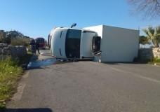 Incidente sulla Modica-Ispica, si ribalta un furgone
