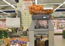 Spremute sane e fresche: all'Interspar di Ragusa uno spremiagrumi elettrico a disposizione della clientela
