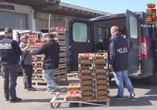 Vittoria – La Polizia sequestra ortaggi al Mercato e li dona alla Caritas