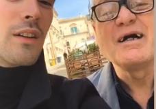 """Giovanni Caccamo a spasso per Ragusa Ibla: """"Per ricaricare mente corpo e cuore"""""""