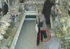 Ragusa – Incastrata dalle telecamere di video sorveglianza. Ladra di 75 anni ruba la borsa di una anziana invalida di 85 anni