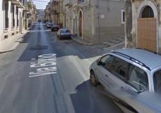 Scicli – Anziana scippata della collana davanti alla porta di casa