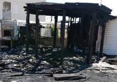 Incendio distrugge un chiosco a Marina di Ragusa