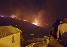Chiaramonte Gulfi – Spaventoso incendio.  Distrutte dalle fiamme due aziende agricole