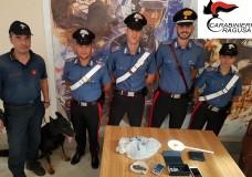 Ragusa – Tenta di scappare ai Carabinieri: sorvegliato speciale arrestato, il figlio denunciato per detenzione ai fini di spaccio di marijuana e ricettazione