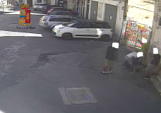 Modica – Picchiato e rapinato. Due persone arrestate dalla Polizia