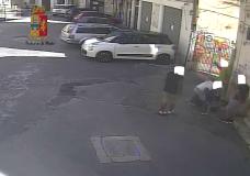 Modica – Picchiano e rapinano un uomo. Il video