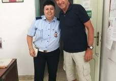 Modica – Ezio Greggio al Comando di Polizia Locale per pagare una multa